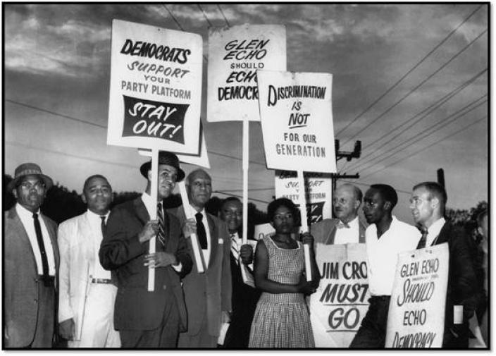 Picketers, including future Maryland State Senator Gwendolyn Greene Britt, stand outside Glen Echo Park in 1960. (Photo source: National Park Service)