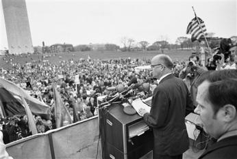 "Gov. Lester Maddox of Georgia speaks to the rally at the Washington Monument in Washington, April 4, 1970 after ""March for Victory"". (AP Photo/Bob Daugherty)"