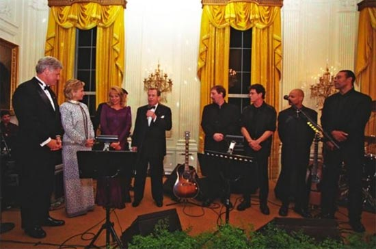 Lou Reed plays at the White House on September 17, 1998. (Photo source: William J. Clinton Presidential Library)