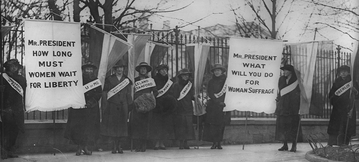 Women suffragists picketing in front of the White House in 1917. (Source Library of Congress via Wikipedia)