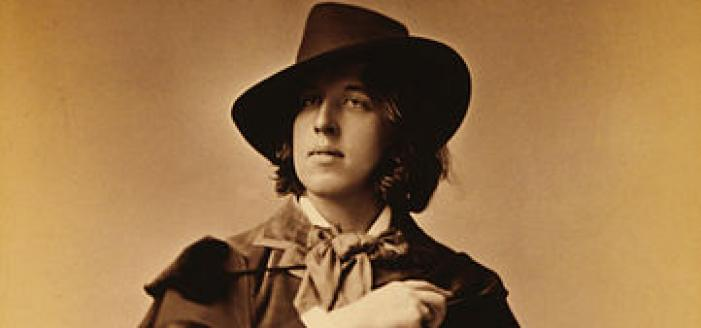 This man knows how to rock a cape. (1882 photograph of Oscar Wilde by Napoleon Sarony. Source: Wikipedia Commons)