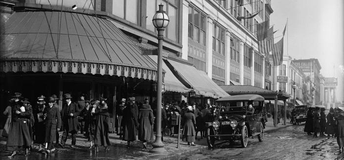 Street scene, Woodward & Lothrop, 11th and F Streets, NW, Washington, D.C. (Source: Library of Congress)