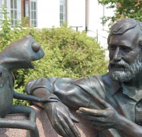 Statue of Jim Henson and Kermit the Frog on the campus of the University of Maryland. (Credit: Flickr user benclark. Used via Creative Commons Attribution 2.0 Generic (CC BY 2.0))