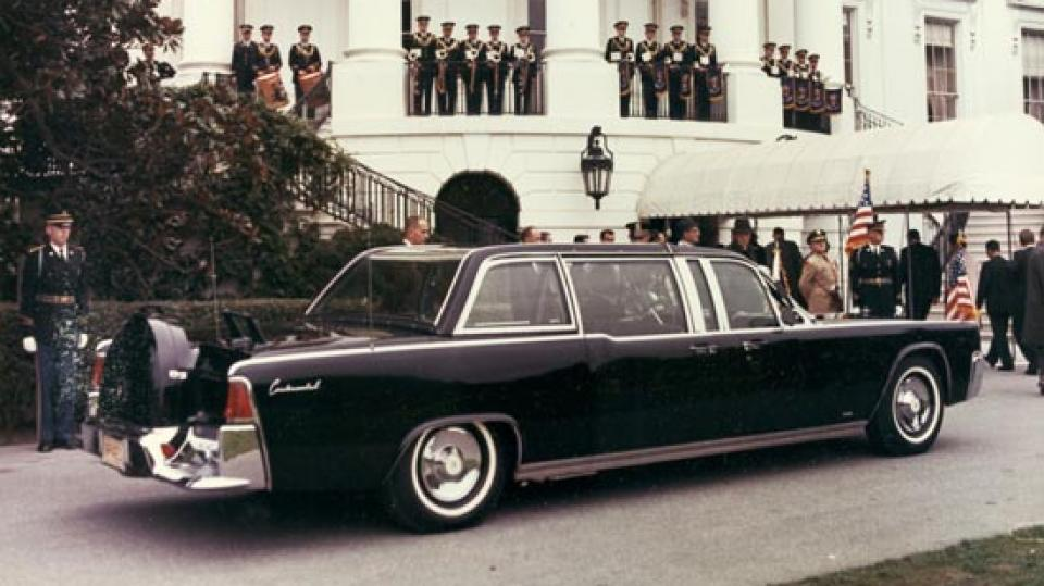 1963 BACKSEAT LEATHER speck of LINCOLN LIMO JFK was assassinated in November 22